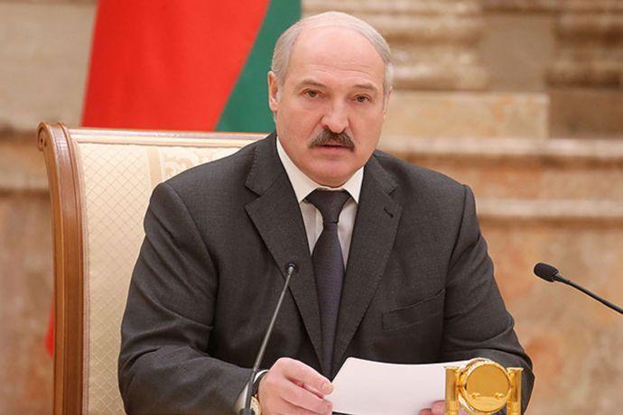 Лукашенко рассказал о готовности ввести белорусских миротворцев в Донбасс (видео)