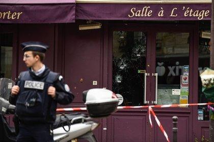 Двое мигрантов с мачете и саблей сняли скальп с посетителя ресторана в Париже