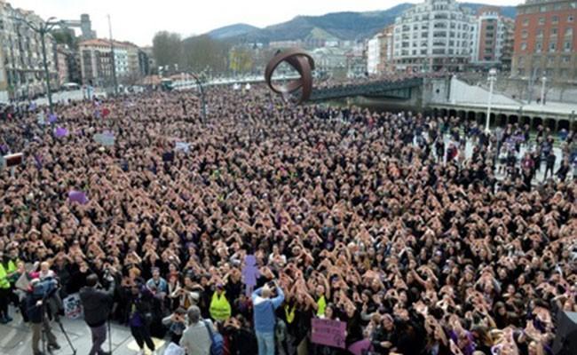 Испанцы провели общенациональную забастовку за права женщин