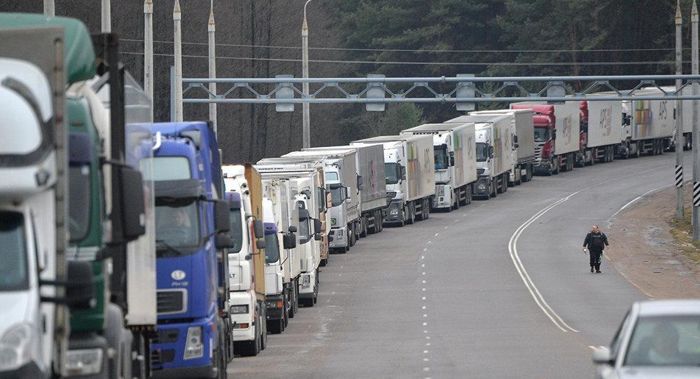 Почти тысяча грузовиков находится на въезде в Литву из Белоруссии