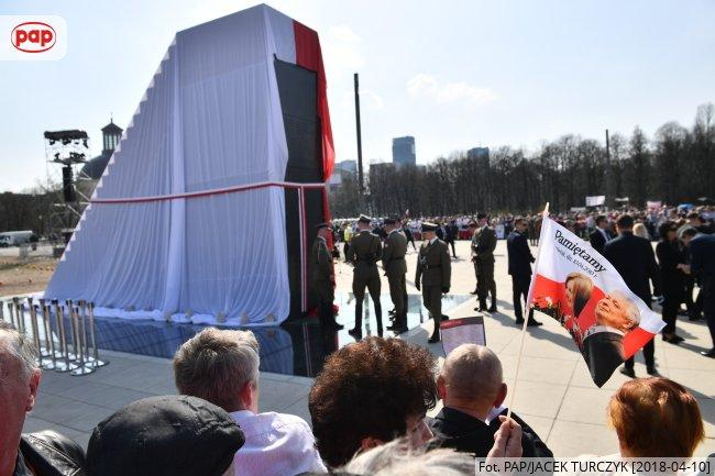 В центре Варшавы открыли памятник жертвам смоленской авиакатастрофы