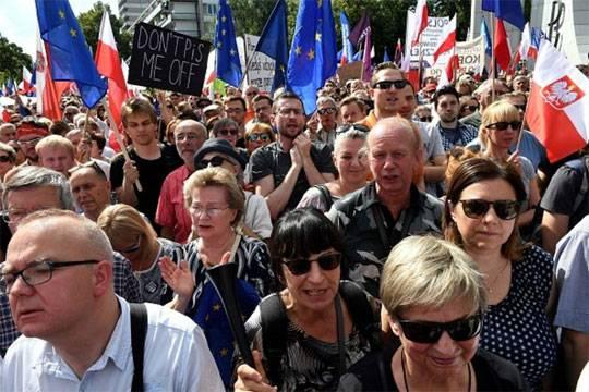 Кто прав в битве за польские суды
