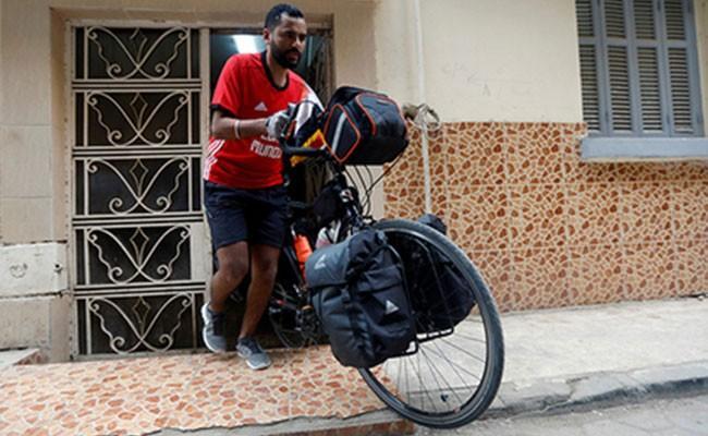 Египтянин отправился на ЧМ по футболу в Россию на велосипеде
