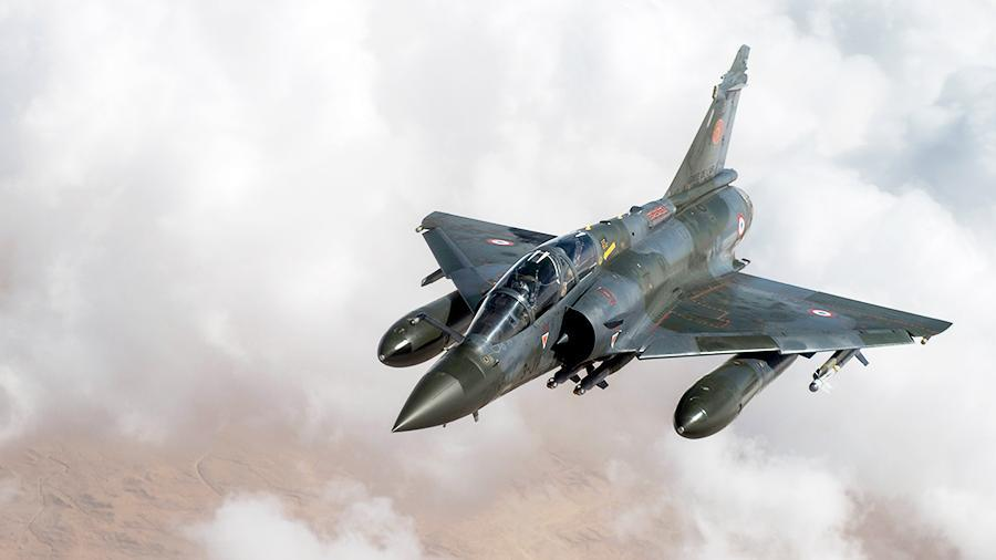 Истребитель ВВС Франции по ошибке сбросил бомбу на местный завод