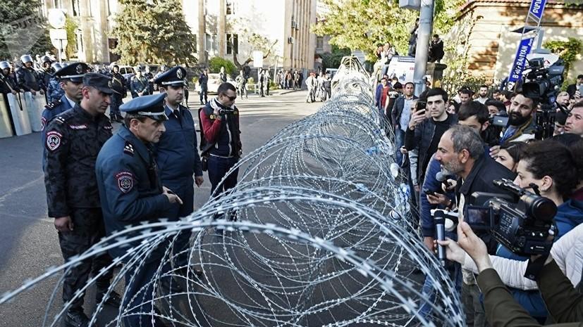 Оппозиционный депутат объявил начале «бархатной революции» вАрмении