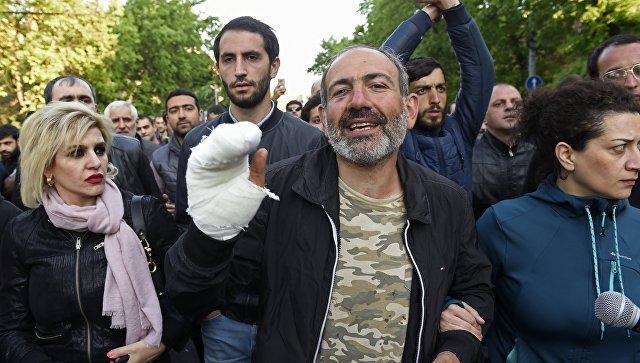 """Армянская оппозиция объявила о создании комитета """"бархатной революции"""""""