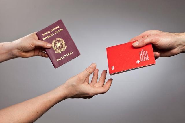 Цюрих завален запросами на получение гражданства
