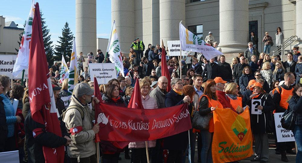 Литовские врачи провели митинг в Вильнюсе