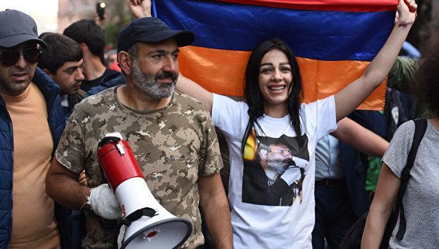 """Бархотная революция в Армении: Блок """"Царукян"""" отказался отдавать свои голоса Пашиняну"""