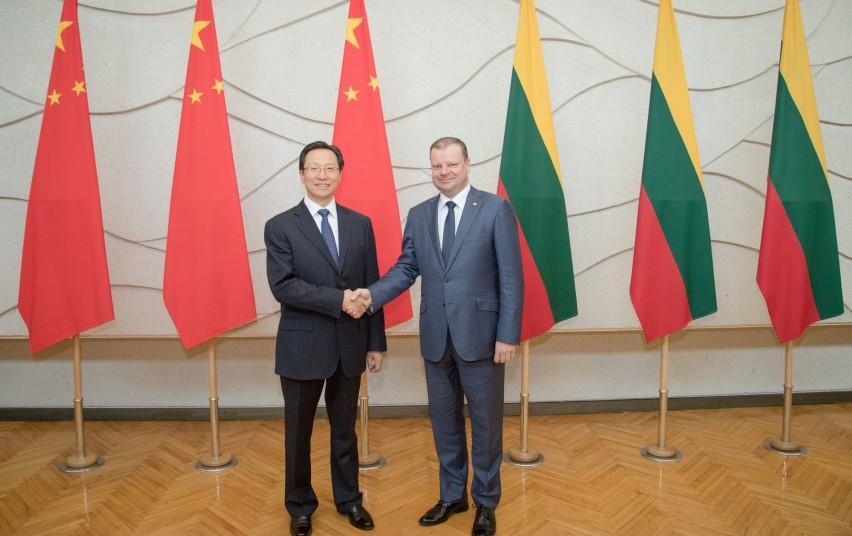 Премьер Литвы обсудил с китайским министром экспорт продуктов питания (дополнено)