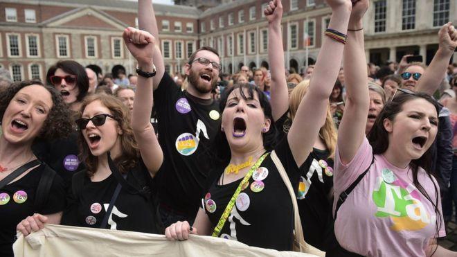 """""""Тихая революция"""": ирландцы проголосовали за легализацию абортов"""